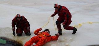 Viešvilėje aplinkosaugininkai mokėsi saugaus elgesio ant ledo