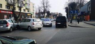 Po eismo įvykio automobilių srautą reguliavo.. pilietiškos moterys. Pareigūnų komentaras.