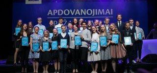 """""""Maximalistėms"""" iš Jurbarko Austėjai ir Barborai įteikti apdovanojimai"""