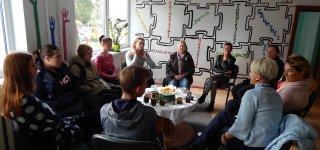 Atviro jaunimo centro ir kaimynų konfliktas užgesintas... arbata