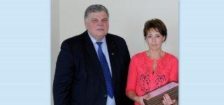 Biuro vadovė Kristina Gakienė su Lietuvos žemės ūkio konsultavimo tarnybos direktoriumi Edvardu Makeliu.
