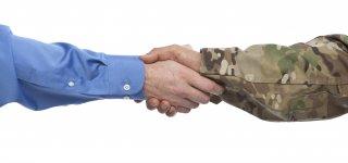 Karo prievolininkai ir darbo sutarties nutraukimas