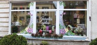 Jūratės gėlių salonas ištikimus ir naujus klientus pasitinka naujose patalpose