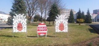 Štai kokiais margučiais puošia Jurbarko kultūros centras.