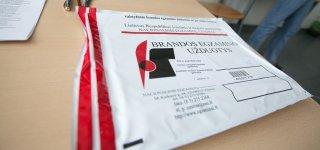 Abiturientams tęsiasi išbandymų maratonas – šiandien laiko lietuvių kalbos egzaminą