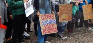 Po gimnazistų protesto akcijos –  ieškoma išeičių ugdymo procesui organizuoti klasėse