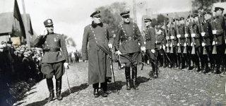 Policijos dienos šventinė rikiuotė Šakiuose, 1928 m.