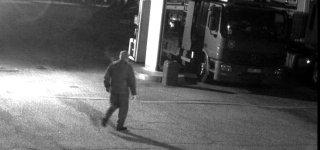 Policija ieško įvykio liudininkų – iš autovežio degalinėje pavogta 12 tūkstančių eurų