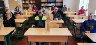 Gimnazijos vidaus patalpas atnaujinusiems darbuotojams – gimnazistų padėkos ir dovanos