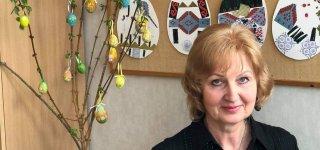 Danguolė Titliuvienė Velykoms kuria tikrą grožį - meniškai skutinėja margučius.