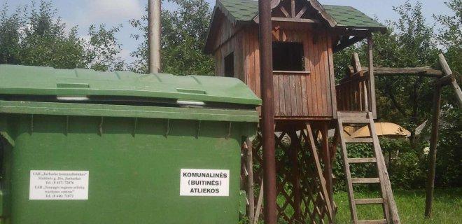 Dauguma gyventojų piktinosi šalia vaikų žaidimų aikštelių stovinčiais konteineriais, aplink kuriuos nuolat sukiojasi vaikai.