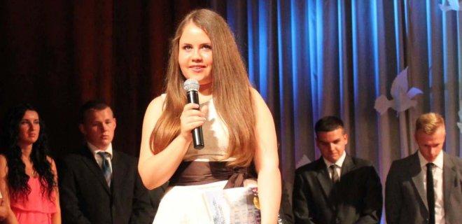 2013 m. Valdovų rūmuose visų moksleivių vardu kalbėjo Sandra Stiklioriūtė, už lietuvių kalbos ir literatūros, matematikos, anglų kalbos ir biologijos egazminus gavusi keturis šimtukus.