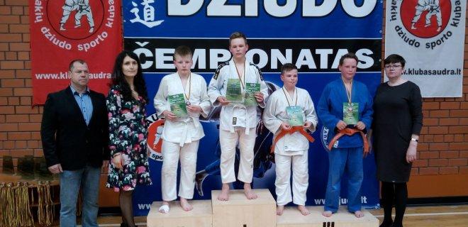 Trečias su mėlynu kimono Nojus Girdžius / V. Paukščio nuotr.