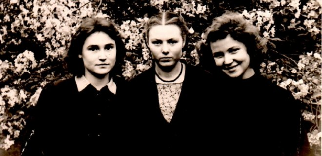 Eleonora su draugėmis Sibire 1958 metais (dešinėje). / Asmeninio albumo nuotr.