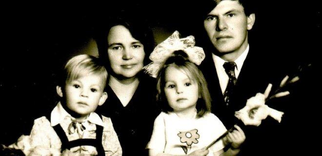 Girdžių šeima su sūnumi Mindaugu ir dukra Irena. Dabar Irena – žinoma dailininkė, meno terapijos specialistė. / Asmeninio albumo nuotr.