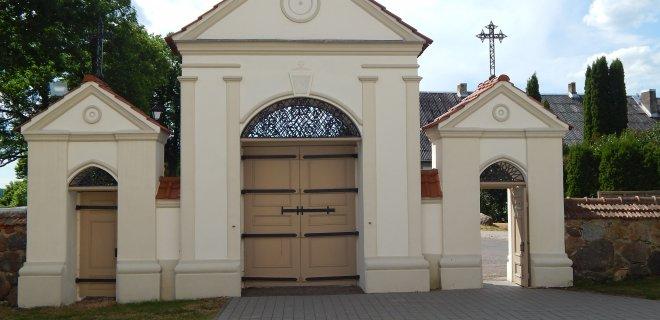 Neseniai suremontuotoje bažnyčioje buvo atkurtos lauko durys, restauruotas fasadų plytų mūras, tinko apdaila, sutvarkytos bažnyčios šventoriaus takų dangos ir pagrindiniai šventoriaus vartai.