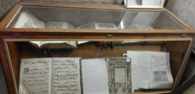 Muziejuje – gausybė gerai išsilaikiusių metrikų, santuokų registravimo, bažnyčios organizacijų knygų, įvairių kitų dokumentų, nuotraukų ir kitokių eksponatų.
