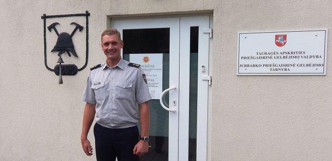 Jurbarko priešgaisrinės tarnybos viršininkas Tomas Statkus papasakojo apie ugniagesių gelbėtojų darbo specifiką ir pažėrė nemažai patarimų, kaip išvengti nelaimingų atsitikimų.