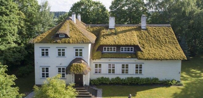 Brangiausias šiuo metu parduodamas namas yra Veliuonoje, už kurį prašoma 550 tūkst. eurų.