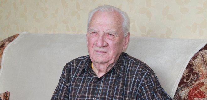 Ir Algirdas Mozūraitis Nemunu į kitą krantą ledo takus mynė. Gyveno Jurbarke, o dirbo Gelgaudiškyje. Ledo ir savo nervų tvirtumą jis išbandė ir pėsčiomis vaikščiodamas, ir mašina per ledą važiuodamas.