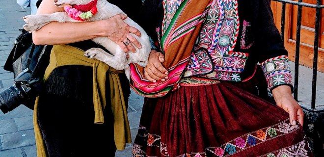 Arekipa. Peru (su aimarų genties moterimi Arekipos senamiestyje) / asmeninio archyvo nuotr.