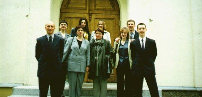 """Pirmasis """"Vadžgirio sakralinės muzikos ansamblio"""" koncertas Jurbarko cerkvėje. Apie 2001-2002 m. / asmeninio archyvo nuotr."""