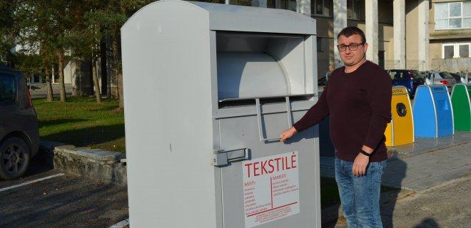 Infrastruktūros ir turto skyriaus vyriausiasis specialistas Dainius Večerskas kviečia atsakingai  rūšiuoti  išmetamas atliekas