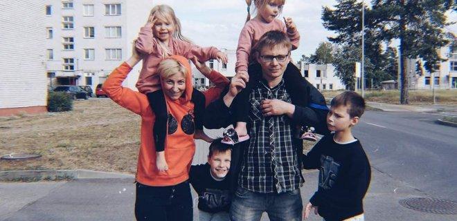 Tinklaraštininkė, keturių vaikų mama I. Arnauskienė teigia, kad vaikui susirgus svarbiausia sąmoningai vertinti kiekvieną situaciją, konsultuotis su kompetentingais specialistais ir atsakingai laikytis jų rekomendacijų vartojant nurodytus vaistus. / Asmeninio albumo nuotr.