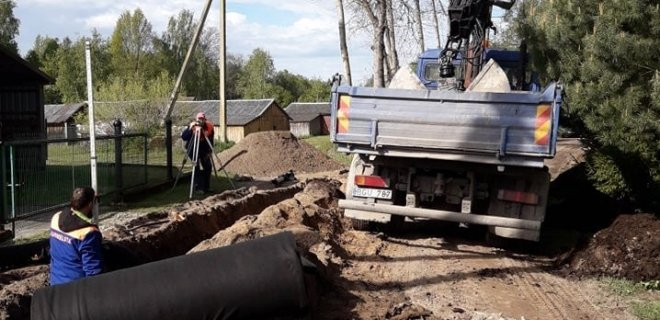Nuotraukose – Viešvilėje prasidėję remonto darbai. Informuojama, kad atliekant remonto darbus, Gėlių gatvėje esantis senasis akmeninis grindinys bus išsaugotas fragmentiškai. / Savivaldybės nuotr.