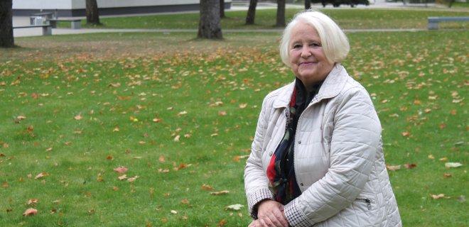 """Mokytoja-ekspertė Dalia Kondrotaitė ne tik mokė vaikus, bet ir ilgus metus ruošė medžiagą """"Šviesos"""" leidyklai. Dar ir dabar gimnazistai mokosi iš jos rengtų vadovėlių."""