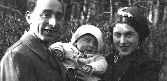 Moišė Krelicas su žmona Dora ir dukra.