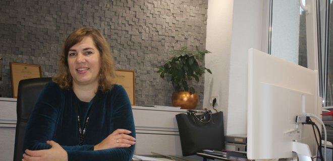 """IĮ """"Ingos projektavimo studija"""" (""""Inprojekt) vadovė architektė Inga Januškienė savo biure Jurbarke. Ši architektė projektuoja naujus namus ir rekonstruoja senus visoje Lietuvoje."""