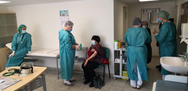 Gyventojų vakcinacija persikelia ir į rajono medicinos įstaigas / N. Dungveckienės šeimos klinikos nuotr.