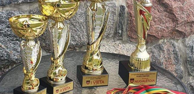 Sporto rungčių nugalėtojau bus apdovanoti štai tokiomis taurėmis / Organizatorių nuotr.
