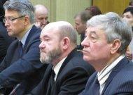 R. Dragūnavičius (pirmas iš dešinės) 2012 m. kartu su žmona deklaravo privalomo registruoti turto ir piniginių lėšų už 2 mln. 373 tūkst. 478  Lt, - tai net  378,5 tūkst. Lt daugiau nei 2011 metais.