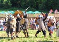 Neįtikėtinai gera Viduramžių šventė Plokščiuose - su gyvomis kautynėmis