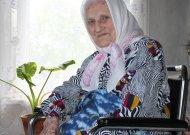 103 metų sulaukusi Kuturių kaimo gyventoja Juzė Gecevičienė: griežta, bet teisinga, labai pamaldi, darbšti, nuo mažens labai daug ir sunkiai dirbusi.