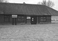 Sovietmečiu privatizuotas pastatas buvo atvilktas į miestelio centrą ir tapo senaisiais Eržvilko kultūros namais. Dabar jame šeimininkauja prekybininkai.