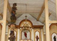 Raudonės mokyklos bendruomenės surišta verba milžinė jau bažnyčioje