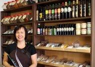 Parduotuvės savininkėSigita Mazur-Bachovienė  džiaugiasi, jog reiklūs, norintys naujovių pirkėjai ją skatina judėti į priekį.