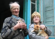 Tėvas, dukra ir daug daug kačių, kurias jie priglaudžia, kai kiti atsikrato. Tokie yra Antanas ir Birutė Puišiai, bene paskutiniai Paalsio II kaimo gyventojai, kurie, sako, nė nepastebėjo, kaip nemažame kaime liko vieni du.