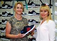 """Vienintelės """"Adidas"""" ir """"Reebok"""" atstovės Jurbarke - Neringa ir Daiva, draugės nuo vaikystės, prieš ketverius metus atidariusios sėkmingai veikiančią parduotuvę Jurbarke """"Judesys""""."""