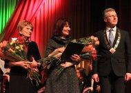 Vasario 16-oji. Pagerbtos dvi Jurbarko kraštui nusipelniusios moterys (ATNAUJINTA. Apdovanojimų ceremonija - ir Girdžiuose))