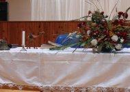 """Ant stalo - AA draugijų simbolis kupranugaris, simbolizuojantis ištvermę, bei pagrindinės AA """"maldaknygės""""."""