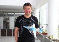 49 metų jurbarkietis Remigijus Tamošaitis su rusišku Su-39, kurį Remigijus yra realiai matęs, čiupinėjęs atlikdamas karinę tarnybą Ukrainoje.