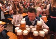Trijų dienų linksmybės Vokietijoje frankų alaus šventėje (3 video)