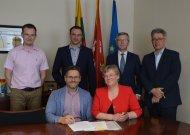 Pasirašyta pirmoji žemės sklypo nuomos sutartis – naujų investicijų pradžia Jurbarke