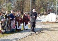 Jurbarkų seniūnijoje Lietuvos 100-mečio aikštėje atidengtas paminklinis akmuo