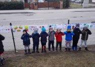 """Ypatinga Žemės diena  """"Ąžuoliukas"""" mokykloje  - linkėjimus Žemei surašė į 20 metrų laišką"""