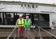 """Naujojo laivo """"Bisena"""" kapitonas Antanas Grumuldis ir jo padėjėjas Viktoras Bendzius naujam turizmo sezonui pasiruošę."""